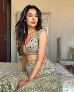 """Filmy Mate on Instagram: """"@sonalchauhan looking gorgeous as she is ❤❤ . . . #sonalchauhan #sonalchauhan😍 #filmymate #sonalchauhanhot #sonalchauhanfans #sonalchouhan…"""" Indian Film Actress, Indian Actresses, Mirror Work Lehenga, Fashion Models, Girl Fashion, Celebrity Photography, Looking Gorgeous, Beautiful, Indian Models"""