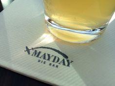 Auf einen Drink in der Mayday Bar im Hanger 7 in Salzburg