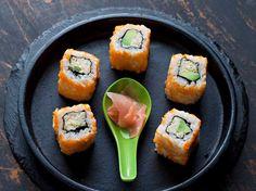 Découvrez la recette Sushis au crabe sur cuisineactuelle.fr.
