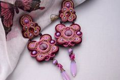 Hey, I found this really awesome Etsy listing at http://www.etsy.com/pt/listing/109090172/long-soutache-ear-clips