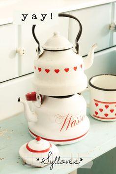 Red heart tea set