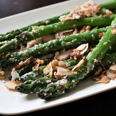 Asparagus with Sliced Almonds and Parmesan Cheese Pan Fried Asparagus, Easy Asparagus Recipes, Saute Asparagus, Asparagus Dishes, How To Cook Asparagus, Italian Side Dishes, Vegetarian Paleo, Sliced Almonds, Vegetable Dishes