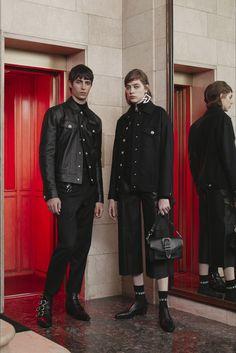 Sfilata Versus Versace Milano - Pre-Collezioni Autunno-Inverno 2017-18 - Vogue