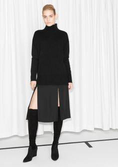 Slit,+both+sides+of+body Model+wears:+size+S++++ Length+of+sweater:+70+cm+(size+S)