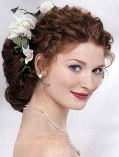 Wedding Hairstyles for Curly Hair Wedding Curly Hair styles Curly Bridal Hair, Wedding Hairstyles For Medium Hair, Haircuts For Curly Hair, Short Curly Hair, Bride Hairstyles, Wedding Hair Flowers, Wedding Hair Pieces, Hair Wedding, Medium Hair Styles