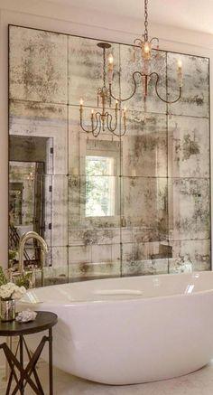miroir fenetre, salle de bains splendide