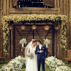 Casamento dos sonhos dos lindos noivos @hamilton.f e @analaramp ! Espaço @villa_cavalcare Decoração @ricardomellodecoracoes Vestido @ateliejscouture Foto @robsonlazzari
