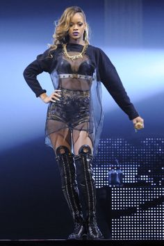 Rihanna, Does Your Mother Know, My Idol, Cool Outfits, Wonder Woman, Superhero, Gossip, Queen, Boots