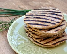 How to make Grilled Flatbread from scratch, step-by-step photos and instructions. Easy to make! A party waiting to happen! WW4. Recipe, tips ♥ KitchenParade.com.