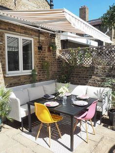 How I transformed our scruffy patio into a gorgeous al fresco dining area - Patio Dining Set - Ideas of Patio Dining Set Garden Dining Set, Outdoor Dining Set, Patio Dining, Outdoor Living, Outdoor Decor, Corner Sofa Outdoor, Corner Sofa Garden, Corner Dining Table, Small Garden Table