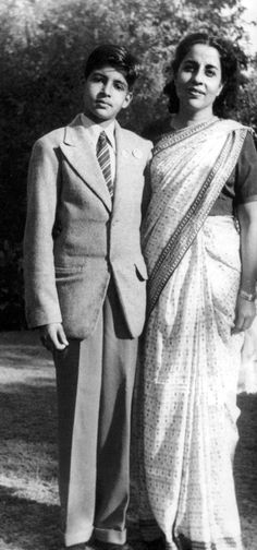 Young Amitabh Bachchan with mom