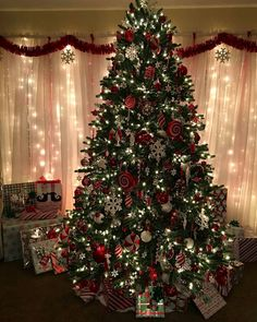 Just 28 days left until Christmas . - Happy Christmas - Noel 2020 ideas-Happy New Year-Christmas Christmas Tree Decorations, Christmas Tree Ornaments, Christmas Lights, Holiday Decor, Merry Little Christmas, Noel Christmas, Christmas Interiors, Beautiful Christmas Trees, Christmas Wonderland