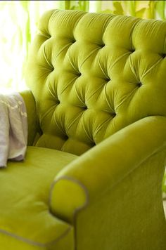 charteuse armchair- amaaaazing!  LOVE this color:)