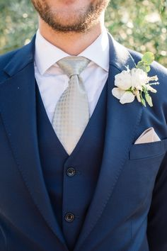 Wedding Suit navy suit and white flower boutonniere - Greenery is a beautiful accent to any wedding, and we're loving this adorable DIY boutonniere sent to us from MD's Florist. Navy Silver Wedding, Navy Pink Weddings, Silver Weddings, Navy Groom, Groom And Groomsmen, Groom Suits, Wedding Suits, Wedding Attire, Wedding Venue Prices