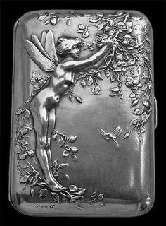 Art Nouveau silver case by Jules Jouant (French), Titled the Midsummer Night's Dream case: 'Fairy Sprite hop as light as bird from briar' Art Deco, Art Nouveau Design, Vintage Silver, Antique Silver, Vintage Jewelry, Jugendstil Design, Vintage Cigarette Case, Sculpture, Art Plastique