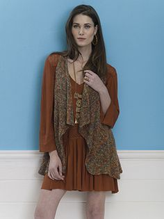 Self-striping Tempo has a beautiful drape, accentuated by this loose-fitting vest knit in one piece.