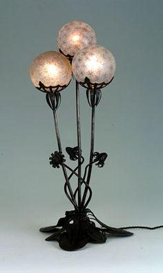 Louis MAJORELLE  Toul 1859 - Nancy 1926  Industriel, artiste décorateur et ébéniste - Lampe Pissenlits, modèle créé en 1903, Musée de l'Ecole de Nancy