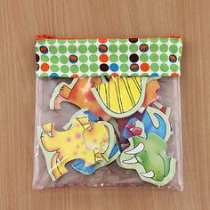 Bonjour Quilts: Vinyl Pouch Tutorial.  These would work well for organizing activity tray supplies.