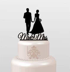 This classic but modern bride and groom wedding cake topper offers a unique way to express your love on a beautiful day. This cylinder is