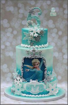 Torta di Frozen con decorazioni in pasta di zucchero n.11