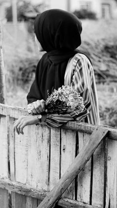 Hijab Hipster, Travel Pose, One Word Quotes, Girls Dp Stylish, Boyfriend Pictures, Hijab Outfit, Muslim Women, Cute Baby Animals, Hijab Fashion
