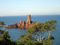 Island off the coast of France Places Around The World, Around The Worlds, St Raphael, Roman City, Beaux Villages, Alternate History, Corsica, French Riviera, Photos