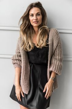 Be aware of newest knitwear fashion this autumn and winter. How to wear beige cardigan. Mohair Cardigan, Chunky Cardigan, Beige Cardigan, Sweater Cardigan, Knitwear Fashion, Knit Fashion, Womens Fashion, Cardigan Fashion, Fashion Fashion