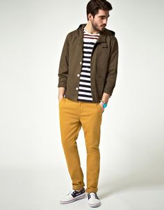 Fashionable and comfortable, this casual combo of a brown windbreaker and mustard chinos provides with variety. Navy and white boat shoes tie the look together. Summer Fashion Trends, Autumn Fashion, Fashion Tips, Fashion 2015, Spring Trends, Fashion Hair, Dress Fashion, White Boat Shoes, Skinny Chinos