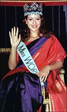 Miss World 1996 Irene Skliva - The Greek beauty looks every inch a goddess in rich Indian hues. Greek Beauty, Indian Beauty, Prosperity Affirmations, Miss India, Miss World, Beauty Pageant, Free Blog, Hollywood Celebrities, Beauty Queens