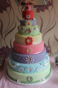 Disney Princess Cake~ such a cute idea! Fancy Cakes, Cute Cakes, Pretty Cakes, Beautiful Cakes, Amazing Cakes, Pink Cakes, Cake Pops, Disney Cakes, Take The Cake