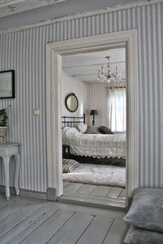 Gray & white striped walls <3