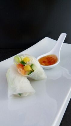 Canapés Fresh Rolls, Plastic Cutting Board, Ethnic Recipes, Kitchen, Food, Cooking, Kitchens, Essen, Meals