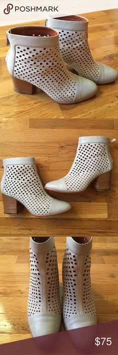 Rebecca Minkoff gray booties Cute booties for the fall season! Worn a couple times but too tight on me because I'm a true size 9 with wider feet and these are a 8.5! Rebecca Minkoff Shoes Ankle Boots & Booties