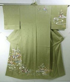 This is a graceful Houmongi Kimono with a design of bridge and flowers such as iris, 'kiku'(chrysanthemum), 'ominaeshis'(golden lace) and 'ume'(Japanese plum), which is dyed.