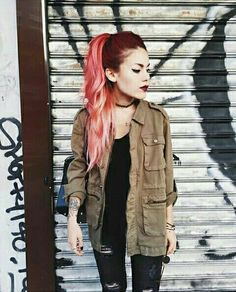 Jeans in the back Ripped jeans & army jacket Anine Bing Ripped jeans & army jacket Anine Bing Grunge Outfits, Edgy Outfits, Cool Outfits, Fashion Outfits, Fashion Tips, Punk Fashion, Grunge Fashion, Trendy Fashion, Estilo Indie