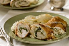 This healthy chicken breast recipe packs whole grains and veggies into rolled up chicken breasts for a full meal in one. Cream Cheese Spinach, Cream Cheese Chicken, Chicken Roll Ups, Midweek Meals, Chicken Breast Recipes Healthy, Spinach Stuffed Chicken, Stuffed Peppers, Cooking