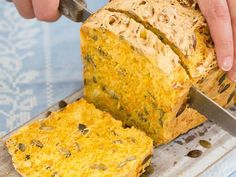 Chleb dyniowy - Przepis Happy Foods, Foods With Gluten, Cornbread, Banana Bread, Muffins, Sweet Treats, Mango, Keto, Baking