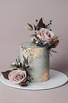 Wedding cake designer small gray with pink foil effect blush pink roses with . wedding cakes Wedding cake designer small gray with pink foil effect blush pink roses with . Small Wedding Cakes, Amazing Wedding Cakes, Wedding Cake Designs, Amazing Cakes, Wedding Cupcakes, Muted Color Weddings, Bolo Chanel, Gold Leaf Cakes, Gold Foil Cake