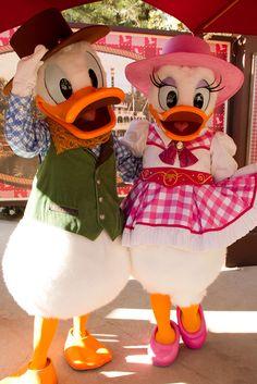 Disney's Kickin' Country Weekend: Donald Duck, Daisy Duck