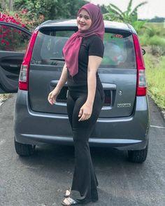Beautiful Girl Indian, Beautiful Hijab, Girl Hijab, Hijab Chic, Muslim Girls, Indian Beauty Saree, Sexy Jeans, Sexy Asian Girls, Tight Dresses