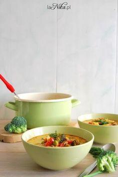 Rozgrzewająca zupa z kurczakiem, brokułem, papryką i groszkiem 1
