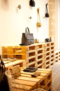 Boutique Tila March   117 rue Vieille du Temple  75003 Paris
