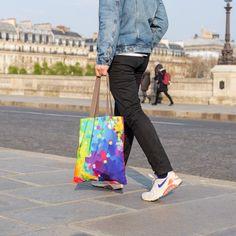 Sortez les palettes, gouache et pinceaux 🎨 aujourd'hui c'est vous l'artiste ! 🎭 Cadeau Design, Objet Deco Design, Palette, Chef D Oeuvre, Hui, Gouache, Gym Bag, Street Art, Tote Bag