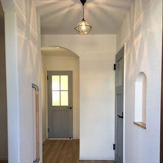 家族の、玄関/入り口/照明/マイホーム/ペンダントライト/玄関/ニッチについてのインテリア実例。 「はじめまして^^もし...」 (2017-01-25 01:11:30に共有されました) Mirror, Bathroom, Furniture, Home Decor, Washroom, Decoration Home, Room Decor, Mirrors, Full Bath