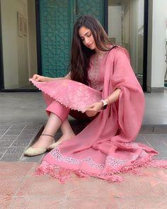 Ideas For Punjabi Bridal Wear Clothes Pakistani Dresses Casual, Indian Fashion Dresses, Dress Indian Style, Pakistani Dress Design, Indian Outfits, Pakistani Clothing, Indian Attire, Western Outfits, Indian Wear