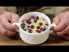 Berry Dessert! in 5 Minuten! KEIN Ofen! - YouTube Fancy Desserts, No Cook Desserts, Beautiful Fruits, Oatmeal, Oven, The Creator, Pudding, Cooking, Breakfast