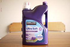 コストコといえばいい香りの柔軟剤が安く販売しているとうイメージを持っている方も多いと思います。私もコストコの柔軟剤を多数使い、2017年現在で一番気に入っているおすすめの商品!それは「ウルトラソフト ラベンダーエスケープの香り」です。 Fabric Softener, Cleaning Supplies, Lavender, Soap, Bottle, Cleaning Materials, Flask, Bar Soap, Jars