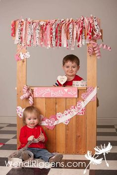 valentine kissing booth mini portrait session Wendi Riggens Photography