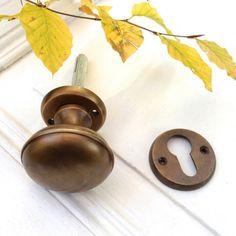 Türknauf für antike Türen, Haustür-Knauf in Messing +Rosette für Zylinderschloss