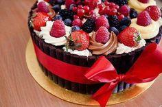 So yummy Delicious Desserts, Dessert Recipes, Cake Recipes, Delicious Chocolate, Sweet Desserts, Yummy Recipes, Cake Chocolate, Chocolate Cream, Strawberry Cakes